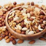 Amandes, noix, noisettes, cacahuetes